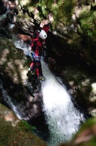 Saut dans une cascade. Photo R. Ravegnani
